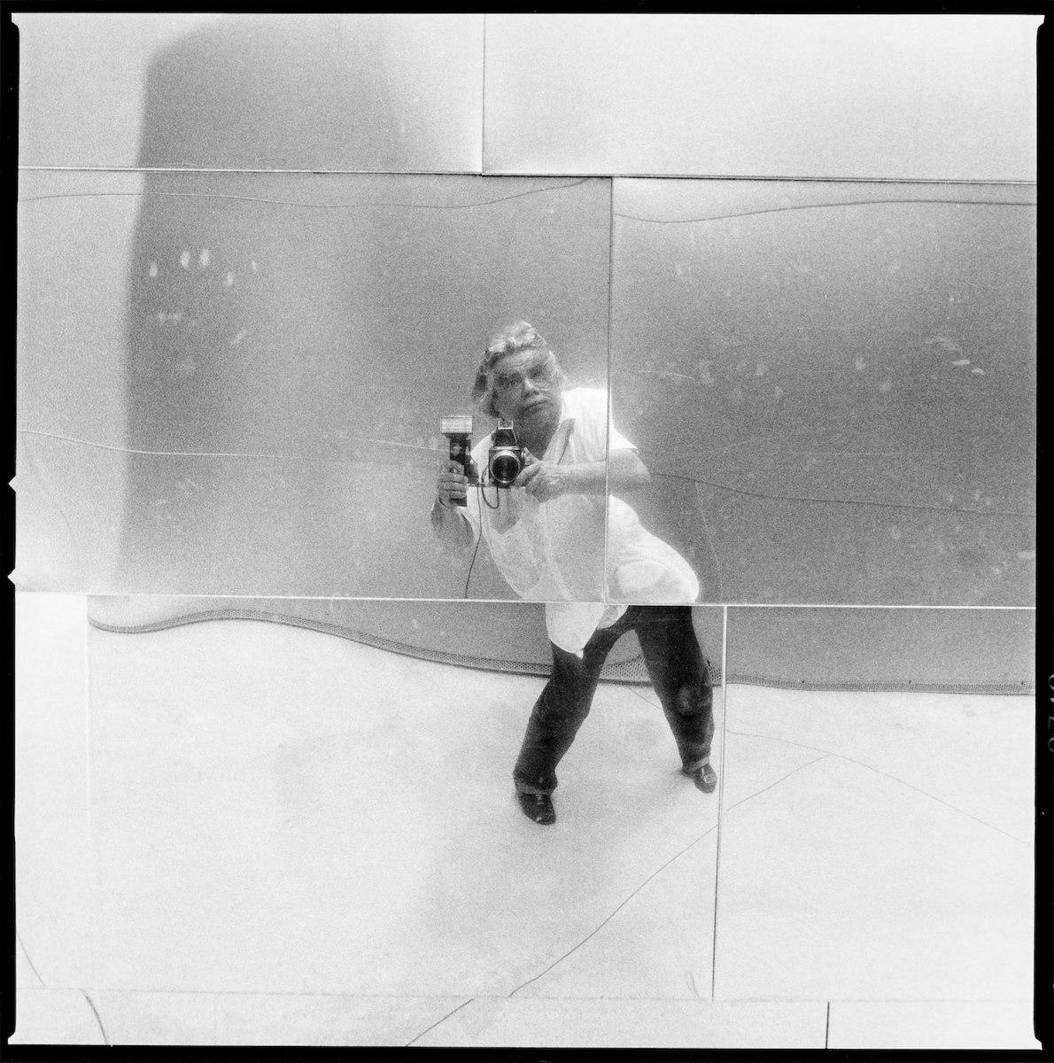 Volker Hinz in the Mirror of the Disney Concert Hall, Los Angeles 2007