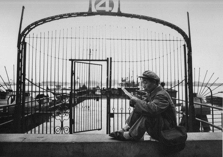 Reading Man at the Harbour of Shanghai, 1973